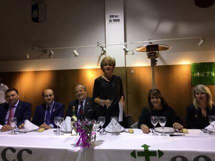 La Asociación Española contra el Cáncer de El Casar celebró el pasado viernes su tradicional cena benéfica