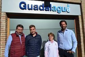Guadalagua apoya a la nadadora Marta Martínez en su 'asalto' a los Europeos de París
