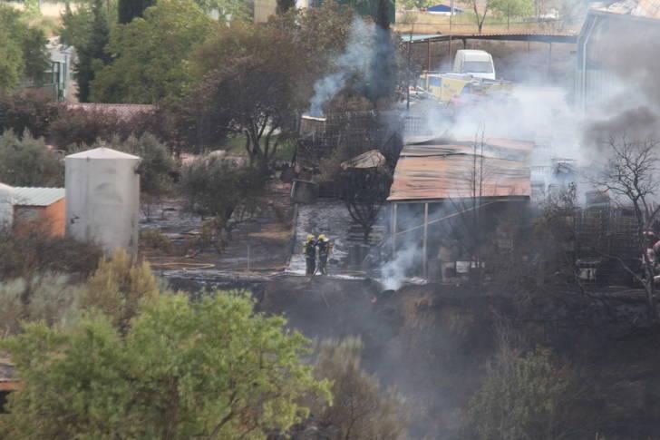 """Controlado un incendio """"intencionado"""" en la planta de reciclaje 'Reciclajes Ecológicos del Henares' en Chiloeches"""