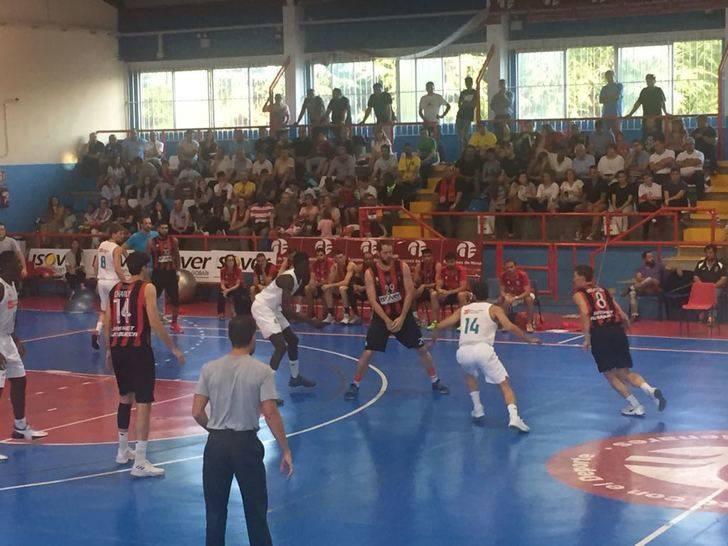 Un gran Isover Basket Azuqueca consigue la novena consecutiva ganando el derbi ante el Guadalajara Basket