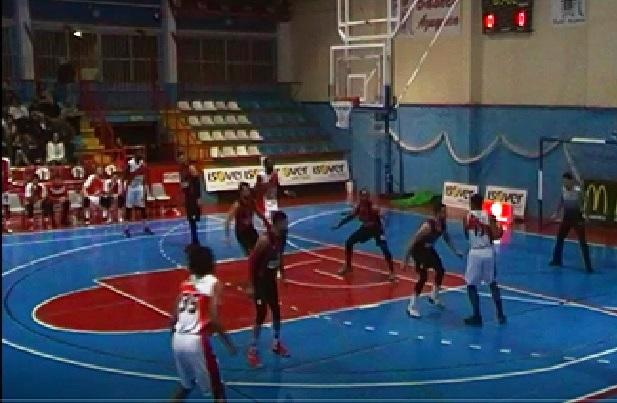 El derbi se quedó en casa del Isover Basket Azuqueca que es más líder