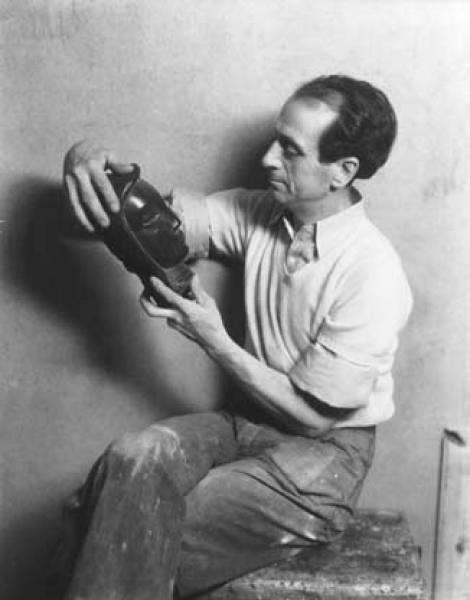 José de Creeft, maestro de la escultura sin molde, detalle monumental de enero