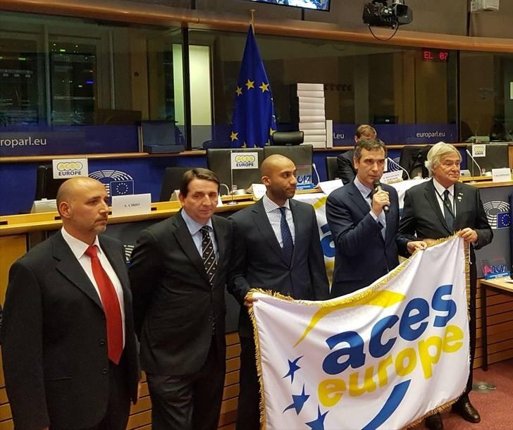 Román recoge en el Parlamento Europeo la bandera que ostentará Guadalajara como Ciudad Europea del Deporte 2018
