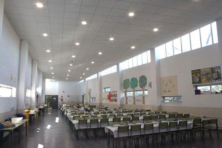 El Ayuntamiento renueva la iluminación completa de los tres colegios de Cabanillas, instalando LED