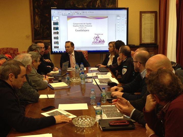 Constituido en Guadalajara el Comité Organizador del Campeonato de España de Triatlón de Media Distancia
