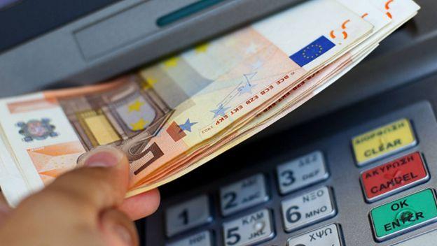 Un detenido y un investigado en El Casar por sacar 27.900 euros con tarjetas robadas