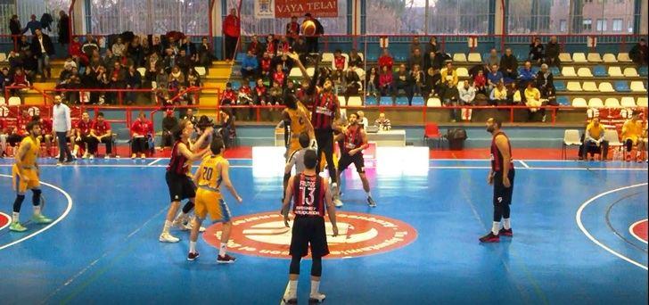 Victoria coral del Isover Basket Azuqueca que contó una vez más con su afición como sexto jugador