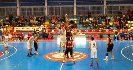 El Isover Basket Azuqueca tiró de casta para ganar a un gran Náutico de Tenerife