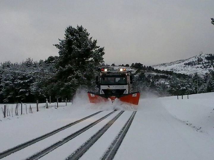 Una quincena de vehículos atrapados por la nieve en la provincia de Guadalajara