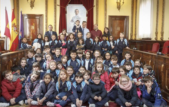 Alumnos de segundo de Primaria del colegio Santa Ana conocen el ayuntamiento de Guadalajara