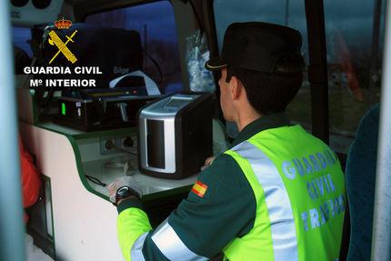 Sextuplica la tasa de alcoholemia después de volcar su camión en un ramal de la A2 a la altura de Guadalajara