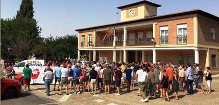 Unas 300 personas se concentran en Villanueva de la Torre en contra de la apertura del centro de menores