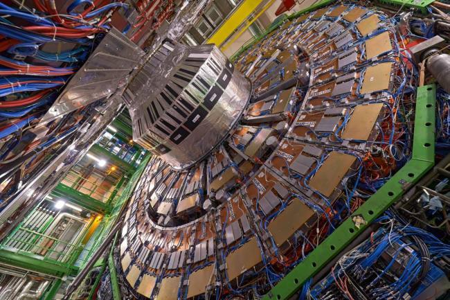 La UNED participa en la construcción de un acelerador de partículas en Japón
