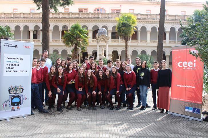El Colegio Niña María Adoratrices, entre los 21 centros participantes que preparan su robot para la III Edición Botschallenges de CEEI Guadalajara