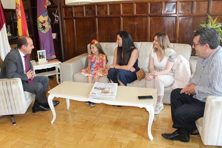 Alberto Rojo se reúne con la gimnasta Aimara Fajardo y le traslada el apoyo de los guadalajareños