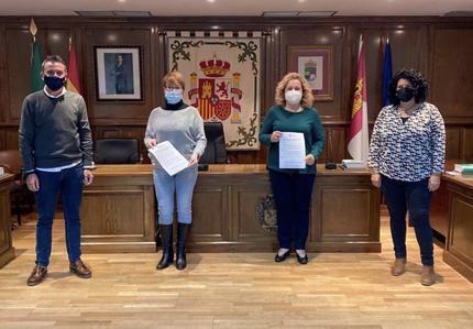 Convenio del Ayuntamiento de Alovera y Club de Fútbol para el fomento de deporte entre los jóvenes