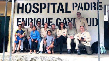 Un cirujano y una anestesista del hospital de Guadalajara en misión humanitaria en Ecuador