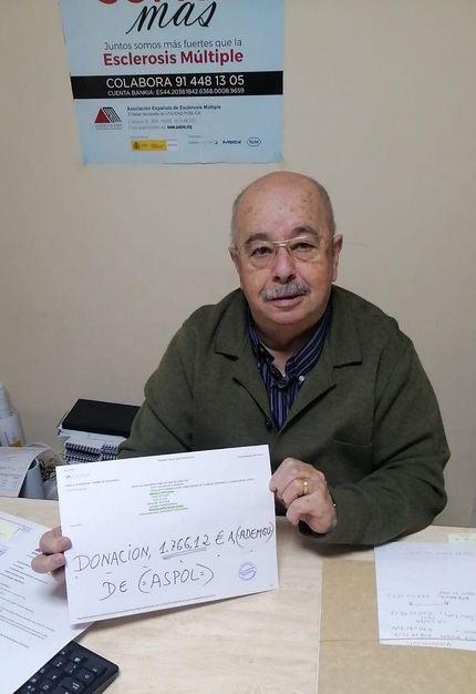 La Asociación de Policías de Guadalajara ASPOL dona 1.760 euros a la lucha contra la esclerosis múltiple