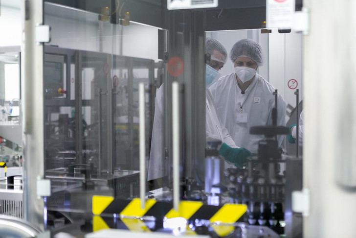 Insud Pharma fabricará los viales de la vacuna AZD1222 desarrollada por AstraZeneca y la Universidad de Oxford en Azuqueca de Henares