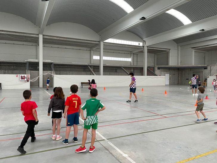 El Atlético Guadalajara visitó el IES Peñalba y el CEIP Sagrado Corazón de Jesús para promocionar la práctica deportiva
