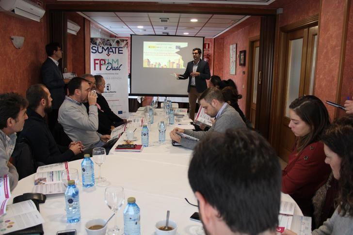 Empresarios se reúnen en Azuqueca para hablar de transformación digital y conocer la FP Dual
