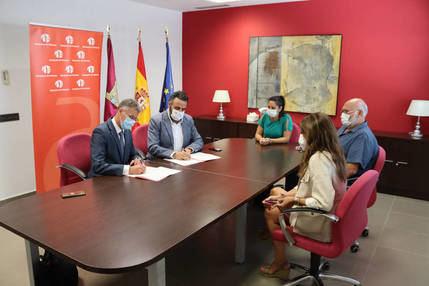 El Ayuntamiento de Azuqueca y CaixaBank firman un convenio para fomentar el autoempleo y el emprendimiento