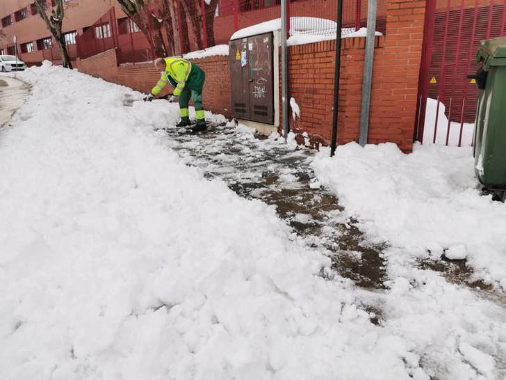 El Ayuntamiento de Azuqueca ha limpiado más del 90 por ciento de calles, con 54.000 kilos de sal esparcidos