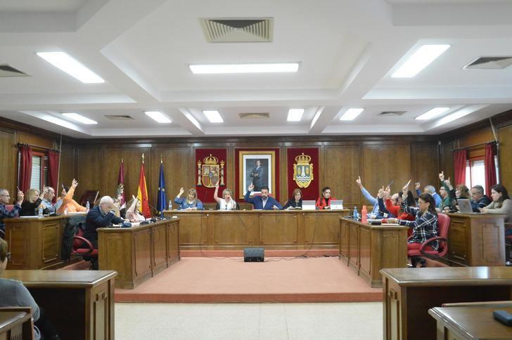 El Pleno del ayuntamiento de Azuqueca aprueba el inicio del procedimiento para la funcionarización de 59 plazas de personal laboral