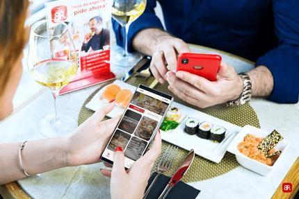 Así se prevé la vuelta a la actividad de la hostelería: cartas digitales, pagos a través del móvil y reducción de aforo