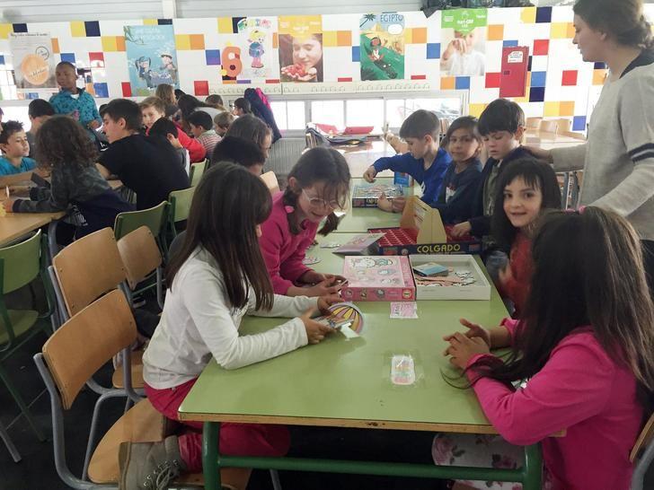Cerca de 60 niños y niñas asisten a la primera jornada del campamento urbano organizado por el ayuntamiento de Azuqueca