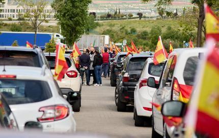 Una caravana de vehículos recorre Guadalajara para pedir una alternativa que defienda a los trabajadores
