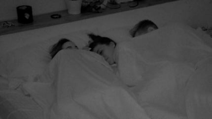 'La isla de las tentaciones 3' está que arde : Lola y Carlos se 'dejan querer' mientras Lucía...duerme