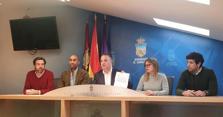 "La Junta Electoral vuelve a reprochar la conducta del alcalde socialista de Guadalajara, Alberto Rojo ""por incumplir la Ley"""