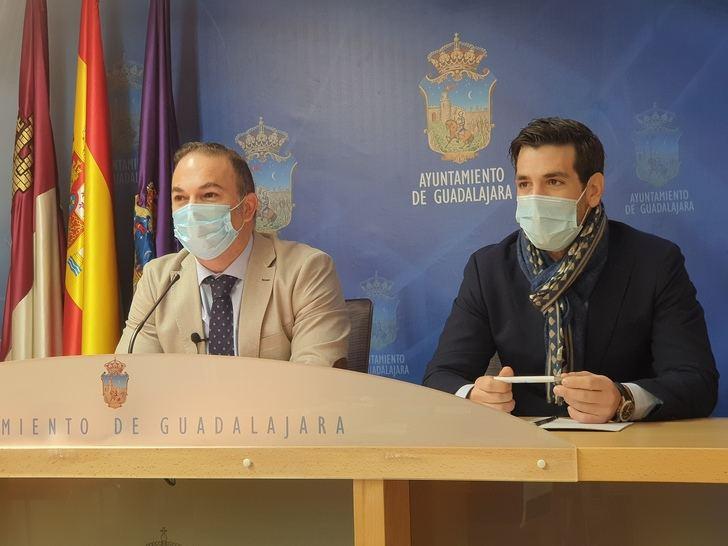 Carnicero pide a Rojo que 'defienda los más de 10 millones de euros que los vecinos de Guadalajara están pagando por el agua que llega a Marchamalo'