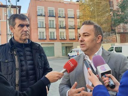 Carnicero anuncia que ya se puede quitar el andamio de la Plaza Mayor de Guadalajara después de la sentencia favorable al gobierno del PP