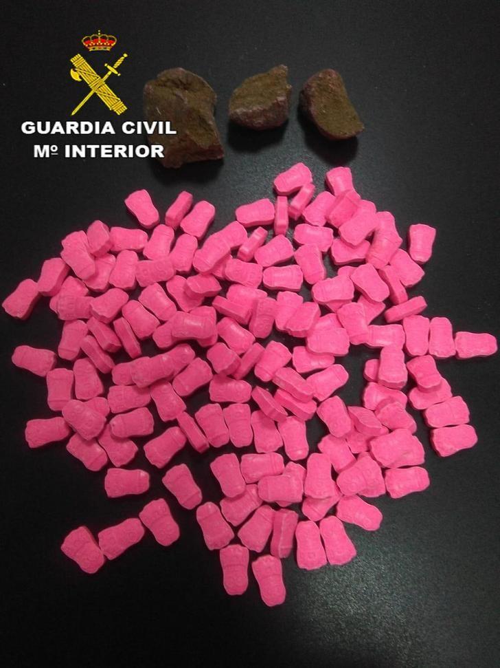 La Guardia Civil detiene a una persona en El Casar con 138 pastillas de éxtasis y más de 8 kilos de marihuana