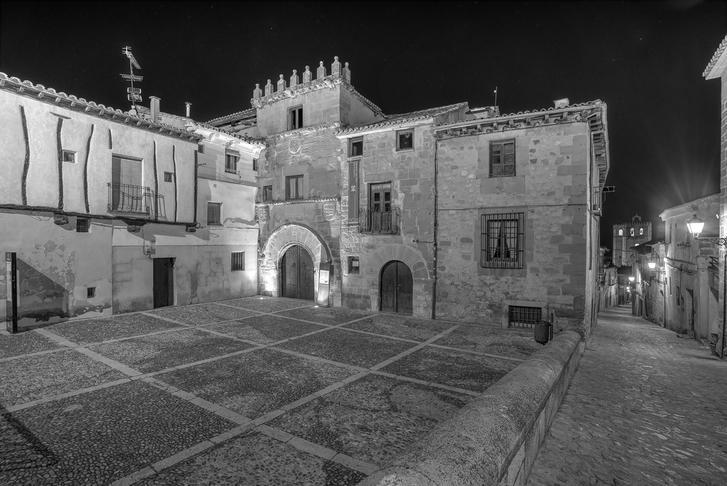 LETRAS VIVAS SEGUNTINAS : Los tesoros ocultos de la Casa del Doncel y del caserío seguntino en los recintos amurallados, su valor excepcional