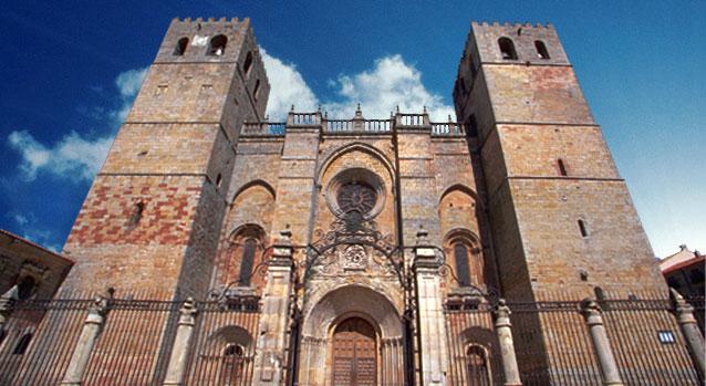 La Diputación de Guadalajara presenta el martes 9 en Guadalajara el libro sobre la Catedral de Sigüenza escrito por Jesús Orea