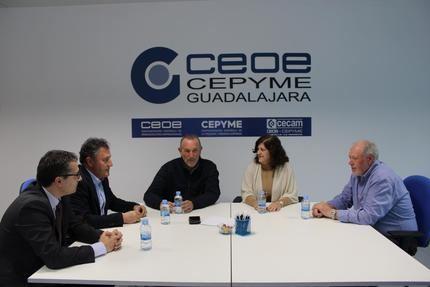 La presidenta de CEOE-CEPYME Guadalajara y los secretarios generales de UGT y CCOO mantienen un encuentro abogando por el diálogo social