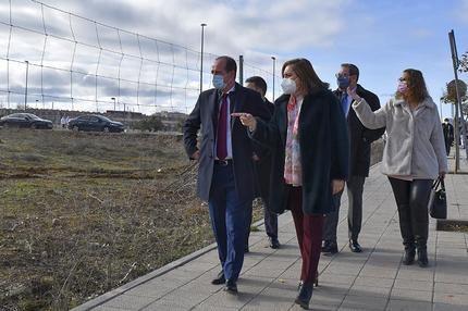 El Ayuntamiento de Guadalajara cede la parcela municipal sobre la que la Junta construirá un nuevo colegio público en Aguas Vivas