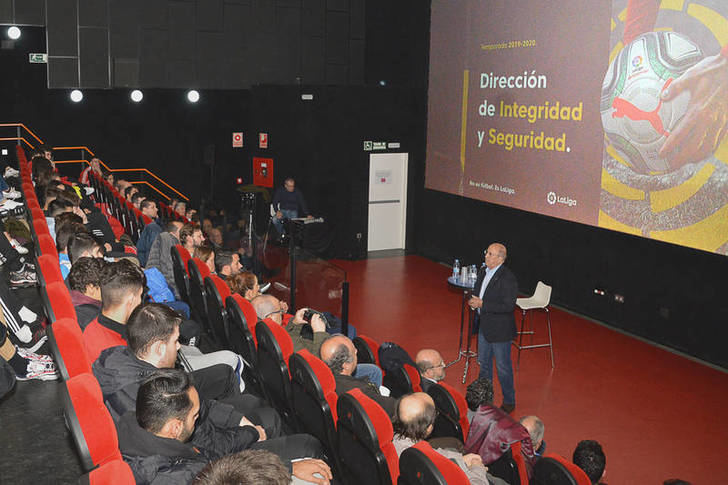 Éxito de la primera charla organizada por el CD Azuqueca y el Ayuntamiento