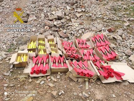 La Guardia Civil de Ciudad Real destruye 135 cohetes antigranizo cargados de explosivo y yoduro de plata