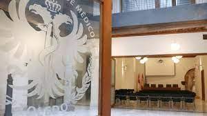 """El Colegio Médicos de Toledo denuncia el """"acoso"""" de 50 personas hacia una doctora de una paciente fallecida en un centro de Talavera"""