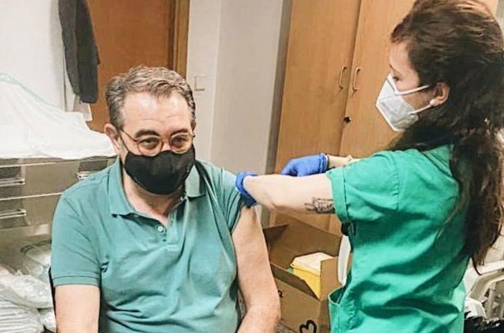 El consejero de Sanidad, primer integrante de la Junta de Page vacunado contra la Covid-19