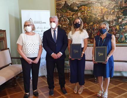 Diputación y Ayuntamiento de Sigüenza renuevan el convenio para convertir la Iglesia de Santiago en Centro de Interpretación del Románico