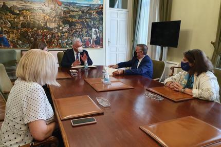 """La Diputación de Guadalajara renueva el convenio con la Universidad de Alcalá para el mantenimiento de la Cátedra """"Manu Leguineche"""" durante 2021"""