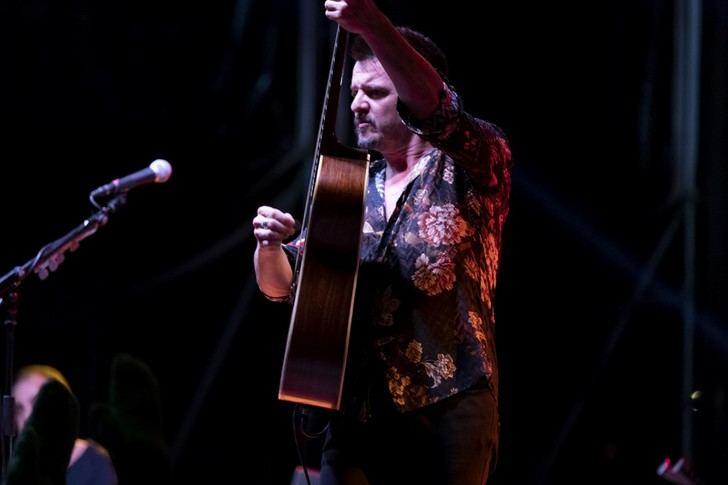 Coque Malla vence en su cruzada ante lo imposible con un emocionante concierto en Cooltural Fest