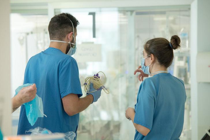De los 930 nuevos casos positivos de coronavirus detectados este viernes en Castilla La Mancha por PCR, 102 son de Guadalajara