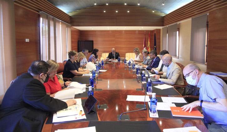 Dependencia, ocupación de vivienda, río Tajo, listas de espera y nudo logístico de Albacete, iniciativas a debate en el próximo Pleno de las Cortes de CLM