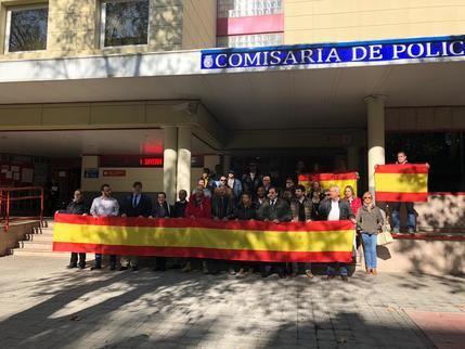Cs Guadalajara apoya la concentración en la Jefatura de la Policía Nacional en apoyo al trabajo de sus compañeros en Cataluña